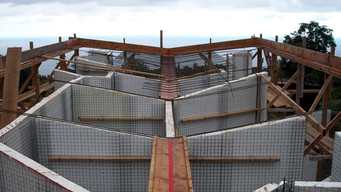This photo shows the perimeter form and valley form, the Tridipanel roof panels will then be placed over the wall panels, all Tridipanels are now set level and plum, you can view the temporary 2